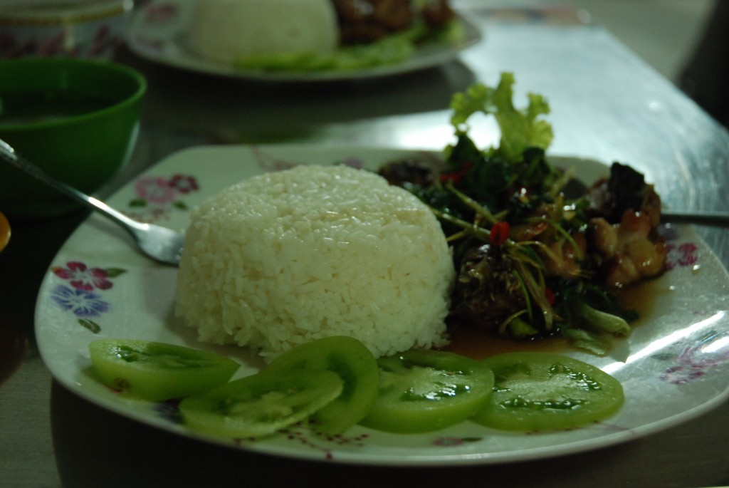 Khmer Food, 2 dĩa cơm và 2 trái dừa to giá $5,5.